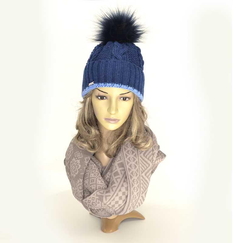 czapka-zimowa-granatowa-z-pomponem