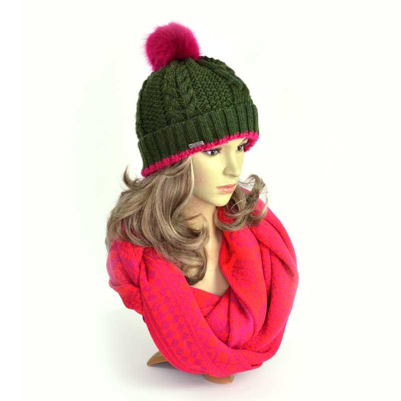 czapka-zimowa-zielona-z-pomponem