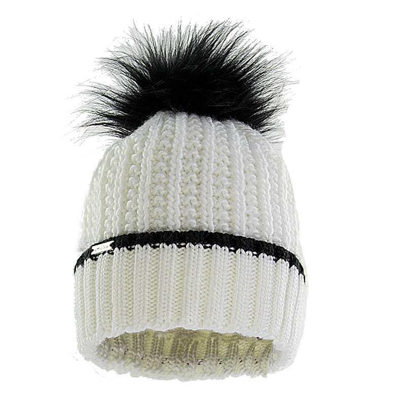 czapka-welniana-z-pomponem-ecru
